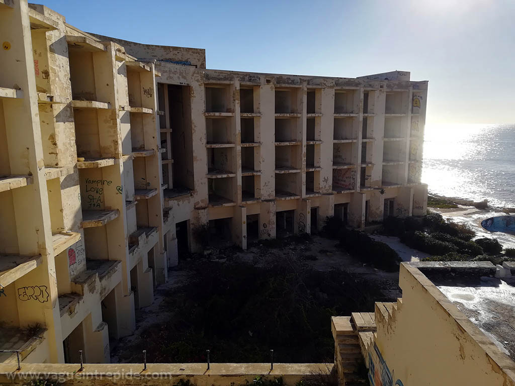 Une aile du Jerma Palace Hotel, un urbex à Malte