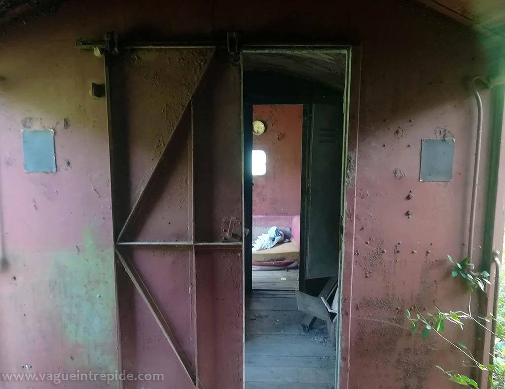 L'intérieur du wagon abandonné