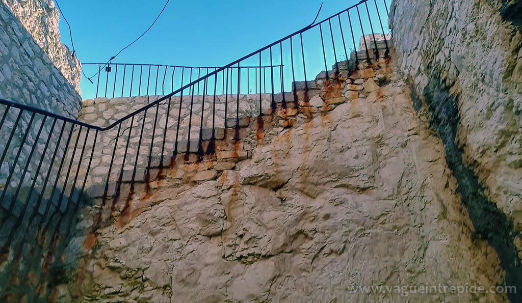 Un escalier du fort de Ratonneau