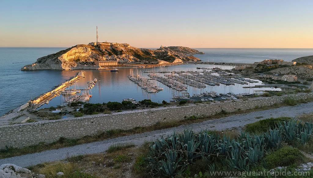 Vue sur Pomègues et le port du Frioul